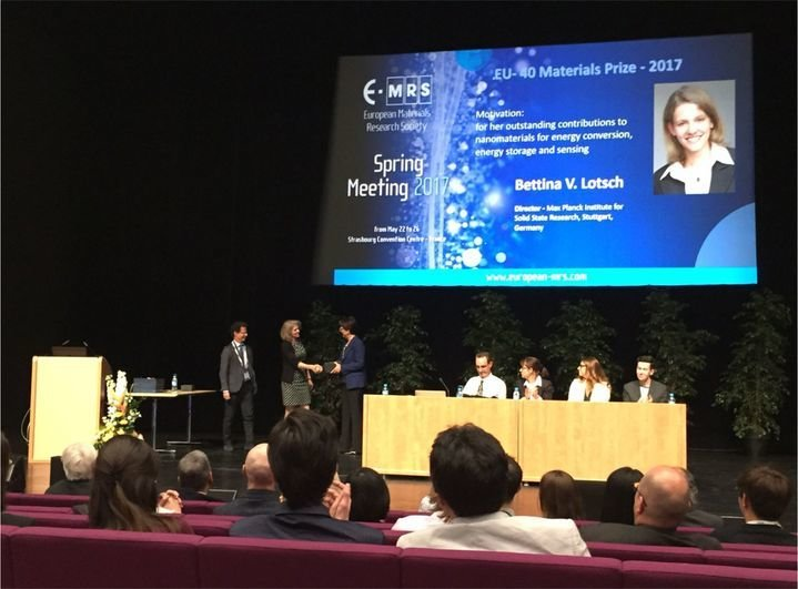 "<div style=""text-align: center;"">Awards ceremony at the 2017 Spring Meeting of the European Materials Research Society (E-MRS).</div>"