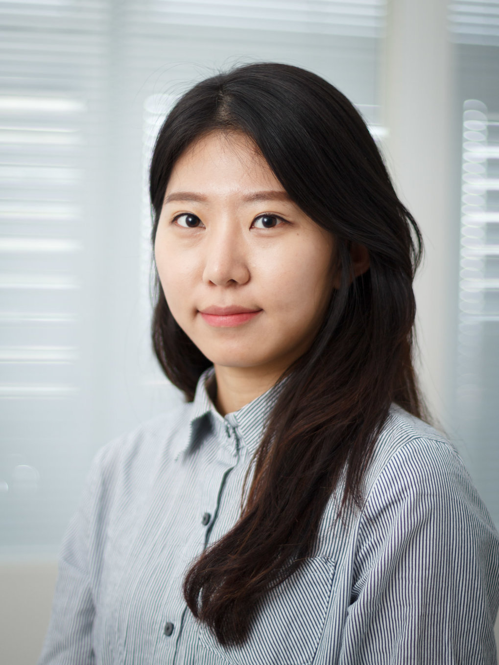 Min-Jae studies optical control of superconductivity via vibrational stimulations. Within that framework she explores novel excitation possibilities within hybrid materials.